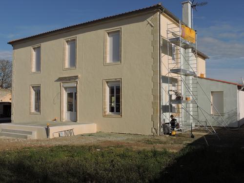 Peintre en bâtiment Fontenay-le-Comte - façade Vendée Atelier Pro Peinture