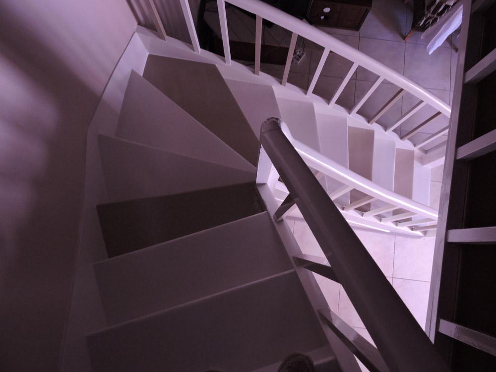 Peinture marches escalier bois - Atelier Pro Peinture à Pouillé