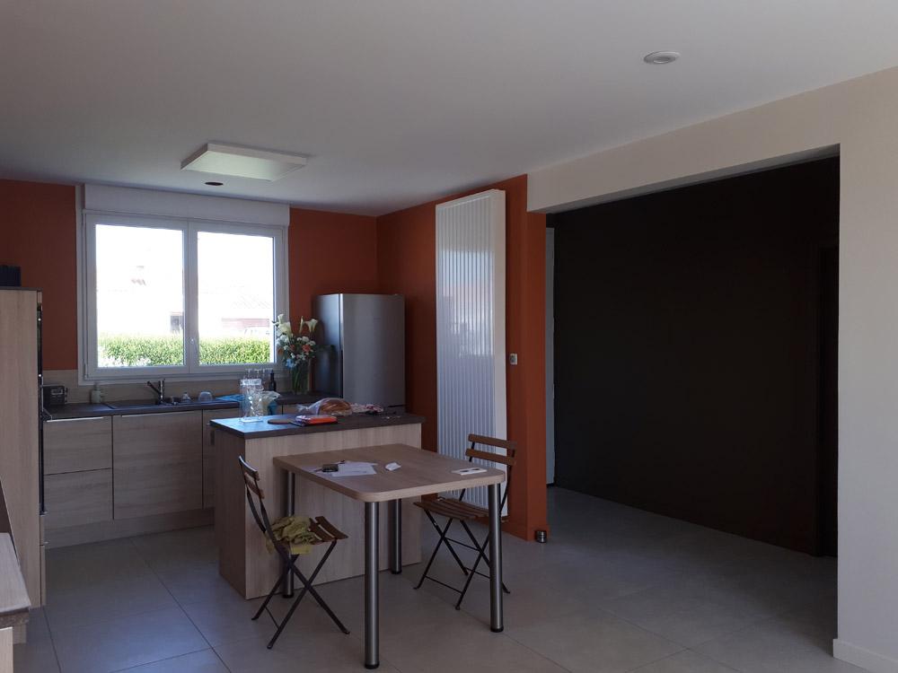 Peinture murs orange cuisine - Peintre Atelier Pro Peinture à Pouillé - Secteur Fontenay-le-Comte